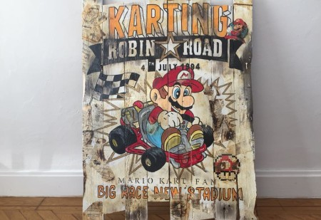 Mario Kart le célèbre mario kart pour une décoration ou déco murale en bois en style vintage et ancienne tribute to mario kart décoration murale en bois montrant Mario kart sur son karting